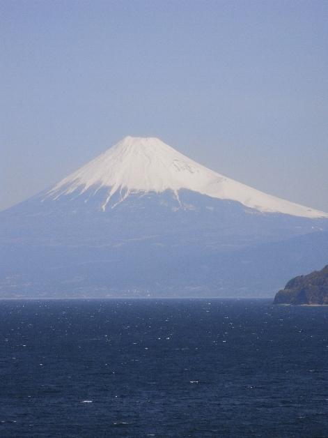 海と空と富士山。